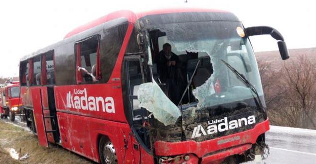 Isparta'da trafik kazası : 13 yaralı