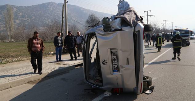 Isparta'da trafik kazası: 1 ölü, 14 yaralı