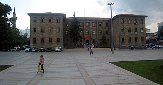 Isparta'da kaç kamu personeli göreve iade edildi?