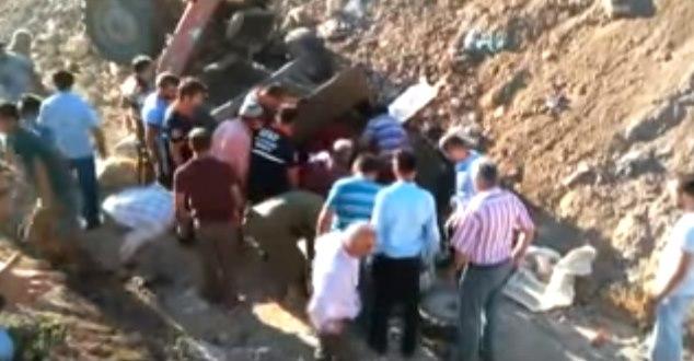 Feci traktör kazası : 1 ölü, 2 yaralı