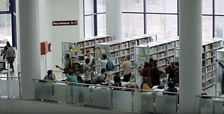 Kütüphanede Rock'n Roll sürprizi
