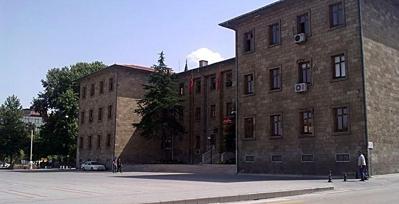 Isparta'da kaç kamu çalışanı görevden uzaklaştırıldı?