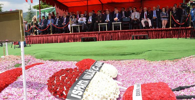 9'uncu Cumhurbaşkanı Demirel mezarı başında anıldı