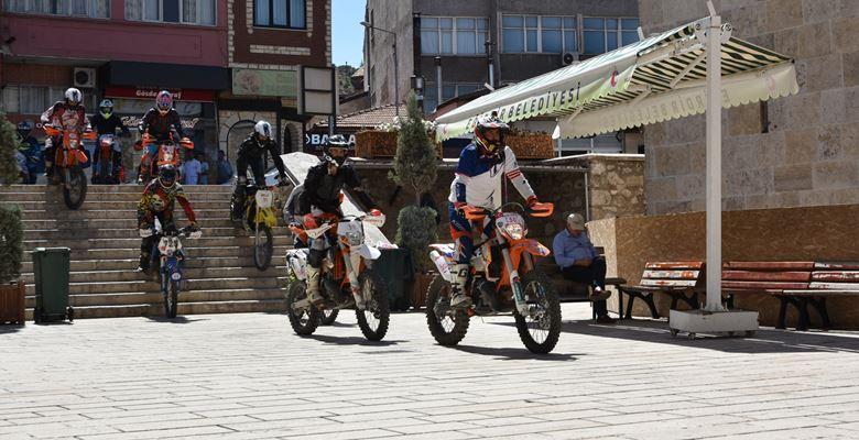 Sakin Şehir Eğirdir'de, Enduro Moto Kros şov büyüledi