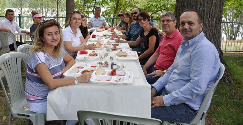 SDÜ Hastanesi çalışanları piknikte moral buldu
