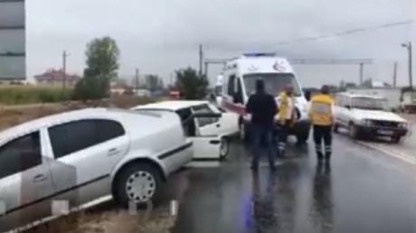 Şarkikaraağaç'ta trafik kazası : 2 yaralı