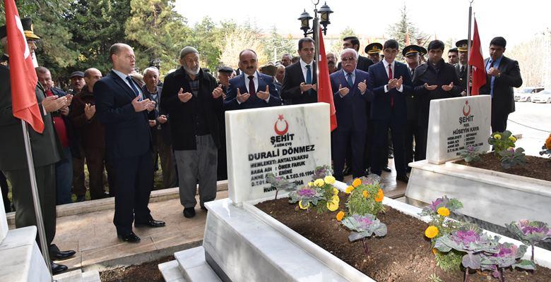 Eğirdir'de temsili şehit mezarı yapıldı