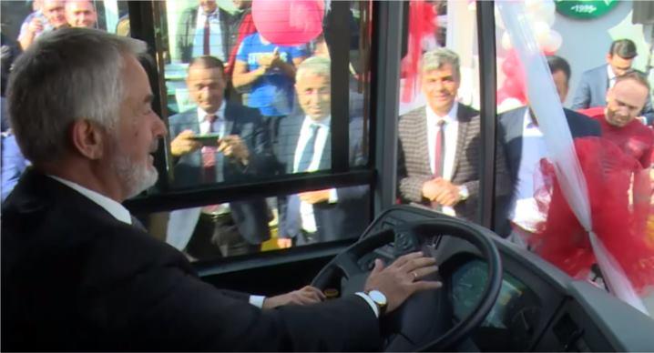 150 yolcu kapasiteli körüklü otobüs hizmette