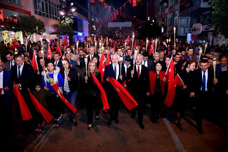 Fener Alayında Cumhuriyet coşkusu caddelere sığmadı