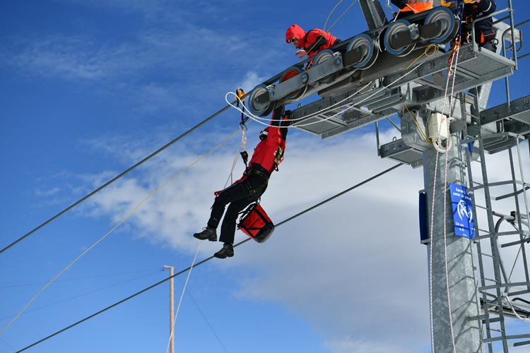 Davraz Kayak Merkezi'nde Çığ Tatbikatı Yapıldı