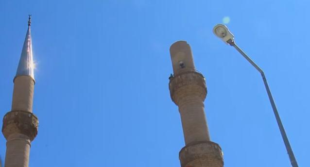 Isparta'da şiddetli fırtına minarenin alemini uçurdu