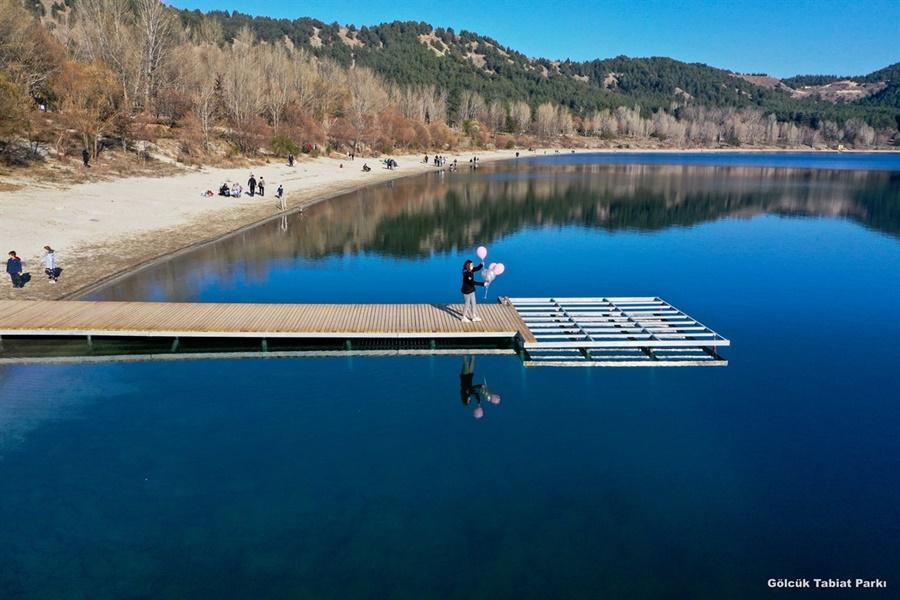 Tabiat Parkı ismini içerisinde barındırdığı Gölcük Gölü'nden almaktadır. Gölcük Gölü ve etrafındaki doğal güzellikleri ile görülmeye değer manzaralara sahiptir.