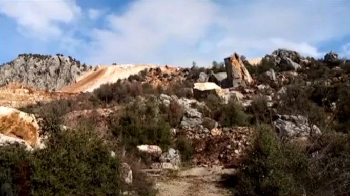 Mermer ocaklarının atıklarının tapulu arazilere döküldüğü iddia edildi