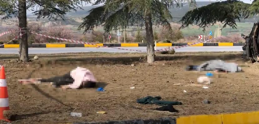 Isparta'da Trafik Kazası : 3 Ölü 8 Yaralı