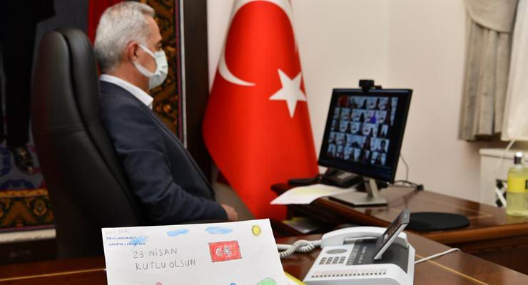 Vali Seymenoğlu 23 Nisan Coşkusunu Öğrencilerle Paylaştı